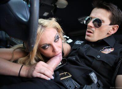 Transando com o policial rodoviário